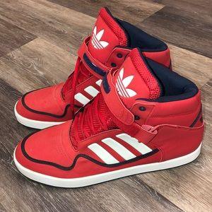 NWOT men's Adidas mid sneaker